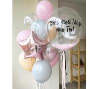 Фонтан из шаров с прозрачным шаром и перьями