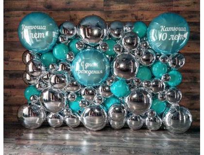 Фотозона из фольгированных шариков с индивидуальными надписями