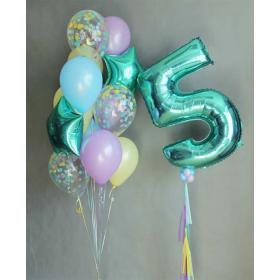 Облако шаров с цифрой 5 зеленого цвета