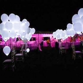 Белые светящиеся шары на свадьбу