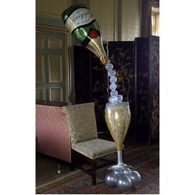 Композиция бутылка шампанское и бокал