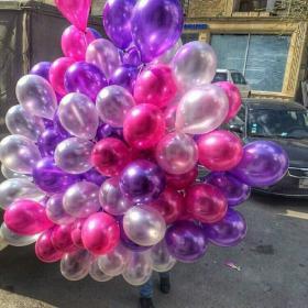 Облако из шариков металлик фиолетового, розового и белого цвета