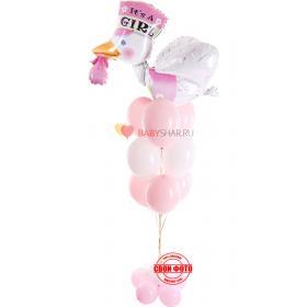 Фонтан из шариков бело-розового цвета и фольгированного аиста