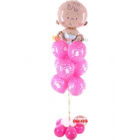 Фонтан из малиновых шаров с надписью спасибо за дочку и фигурой малышки