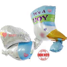 Фольгированный шар с голубым кулёчком который несет в клювике