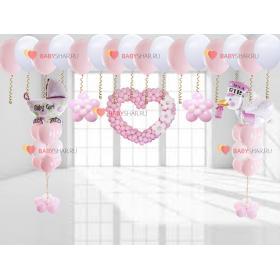 Нежно розовое украшение квартиры на выписку для малышки девочки