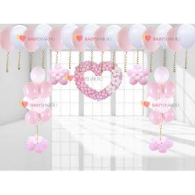 Фигура сердце, цветы, букет и шары под потолок бело-розового цвета на выписку для девочки