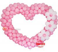 Розовое сердце с белыми цветами